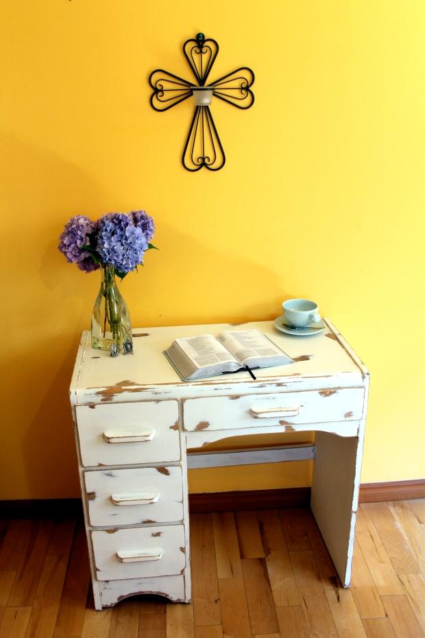 Shabby white desk 2